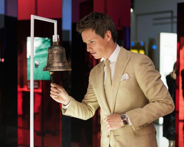 画像3: オメガの世界初「プラネット オメガ エキシビション」にエディ・レッドメインが登場