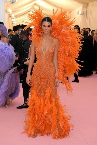 ケンダル・ジェンナー:Versace