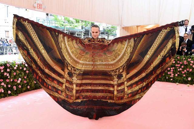 画像2: 舞台衣装の申し子、ジョーダン・ロス