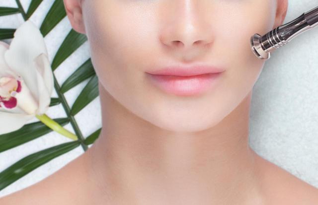 画像: 家庭用美顔器もマスト!
