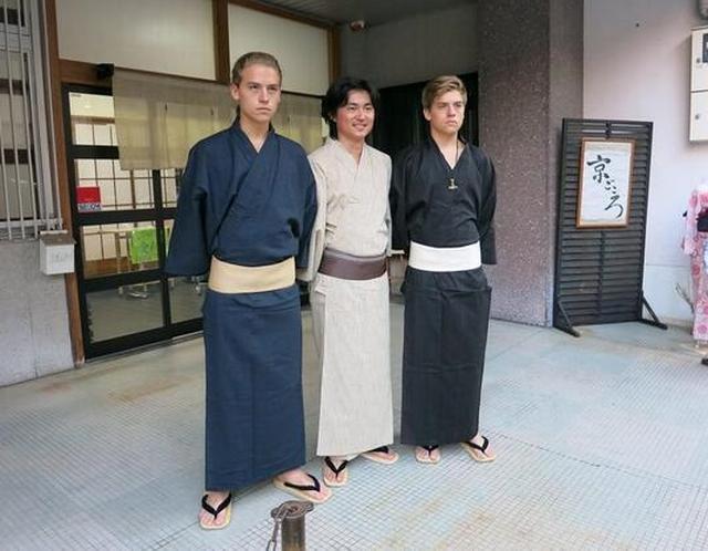 画像: さらりと浴衣を着こなす様子はさすがイケメン兄弟。©Shin Koyamada/Twitter