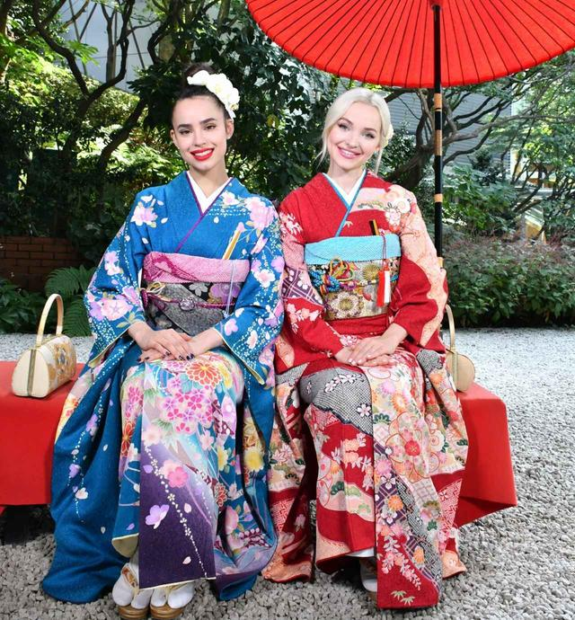 画像: ダヴとソフィア、目黒の日本庭園で和服に初挑戦。©Disney