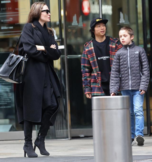 画像2: アンジェリーナ・ジョリー家が地下鉄に乗車!ニューヨーカーがまさかの反応