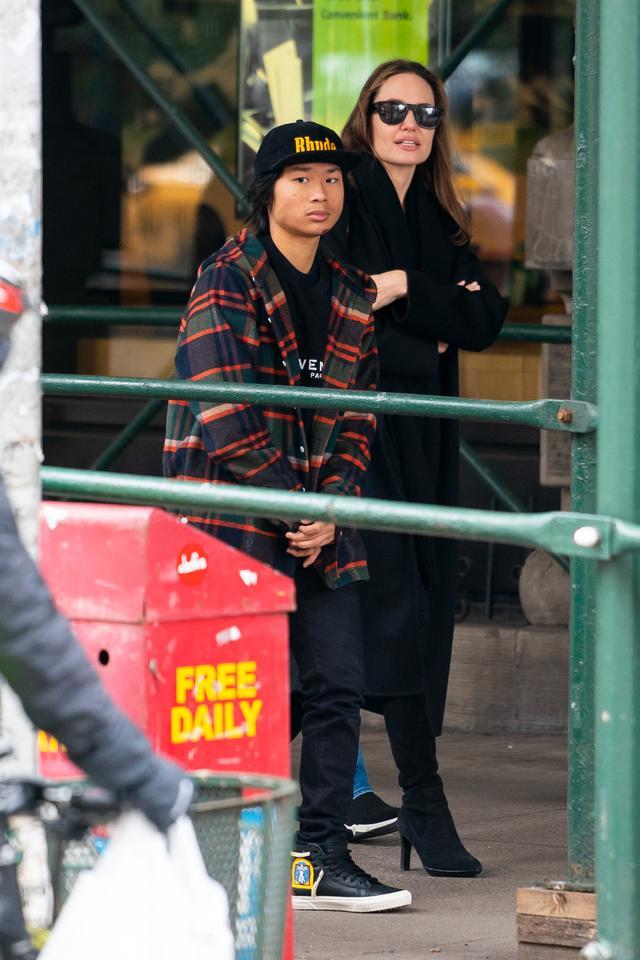 画像3: アンジェリーナ・ジョリー家が地下鉄に乗車!ニューヨーカーがまさかの反応