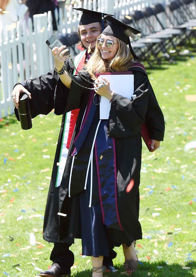 画像3: プリンスが大学卒業
