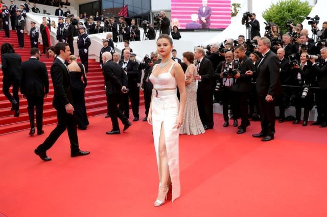 画像1: セレーナ・ゴメスがカンヌ映画祭に降臨!「攻めルック」で視線を独占