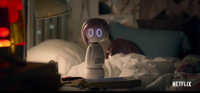 画像: マイリーが声を担当するとみられる人型ロボット。「あれはただの人形じゃないわ。毒よ」というセリフも登場し、何やら嫌な予感を漂わせる…。©Netflix/YouTube