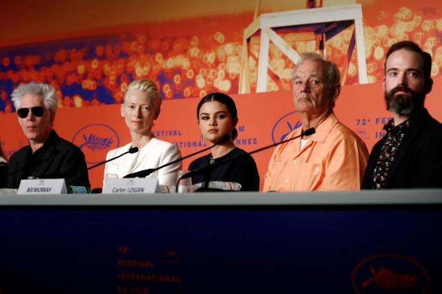 画像: 左から:ジム・ジャームッシュ監督、女優のティルダ・スウィントン、セレーナ・ゴメス、俳優のビル・マーレイ、プロデューサーのカーター・ローガン。