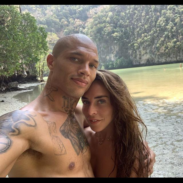 "画像1: JEREMY MEEKS on Instagram: ""We are still very much in love  lol"" www.instagram.com"