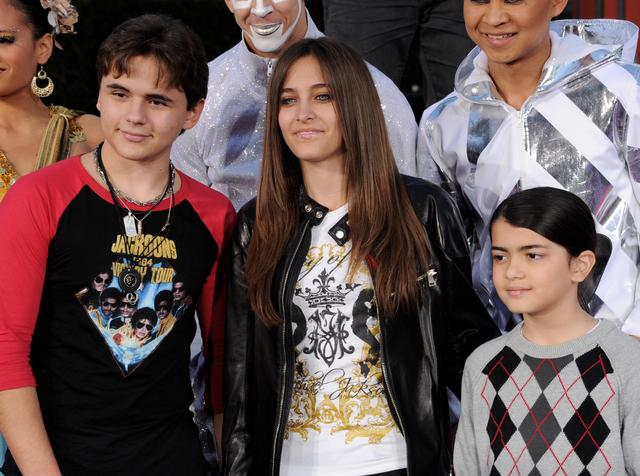 画像: ジャクソン家の子供たち、左から長男プリンス、長女パリス、次男ブランケット。