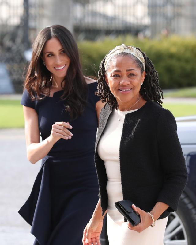 画像: メーガン妃と母のドーリア・ラグランド。