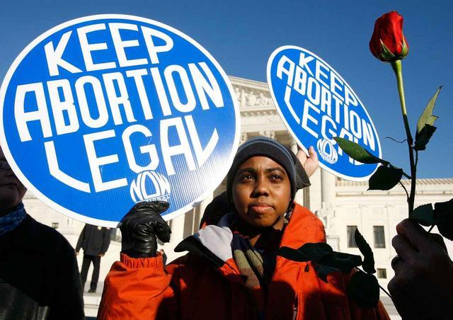 画像: 「中絶禁止法」に抗議