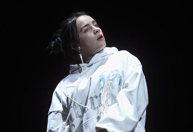 画像: ビリー・アイリッシュ「バッド・ガイ」MVにコメディ女優が「侵入」、爆笑の嵐