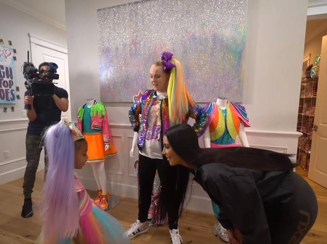画像: YouTube ジョジョのチャンネルにキム・カーダシアンとノースちゃんが登場