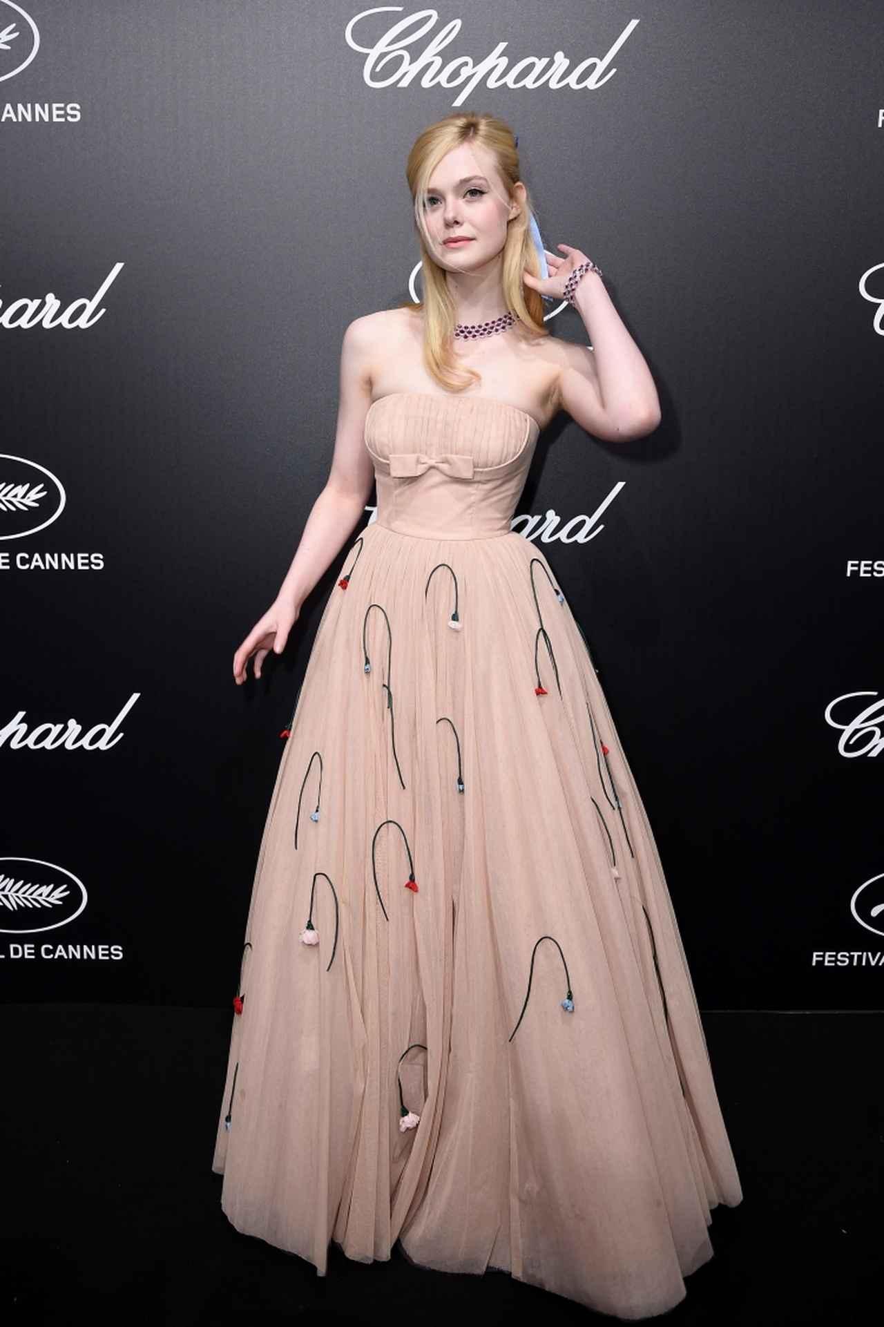 画像: パーティーでの実際のエルのドレス姿。