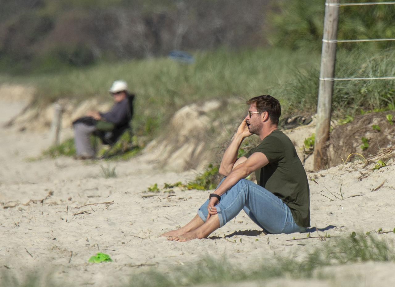 Images : 3番目の画像 - クリス・ヘムズワース、弟リアムと散歩中に「元カノ」にばったり遭遇【写真アリ】 - フロントロウ -海外セレブ情報を発信