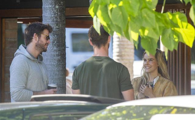 画像5: クリスとリアムが故郷で再会
