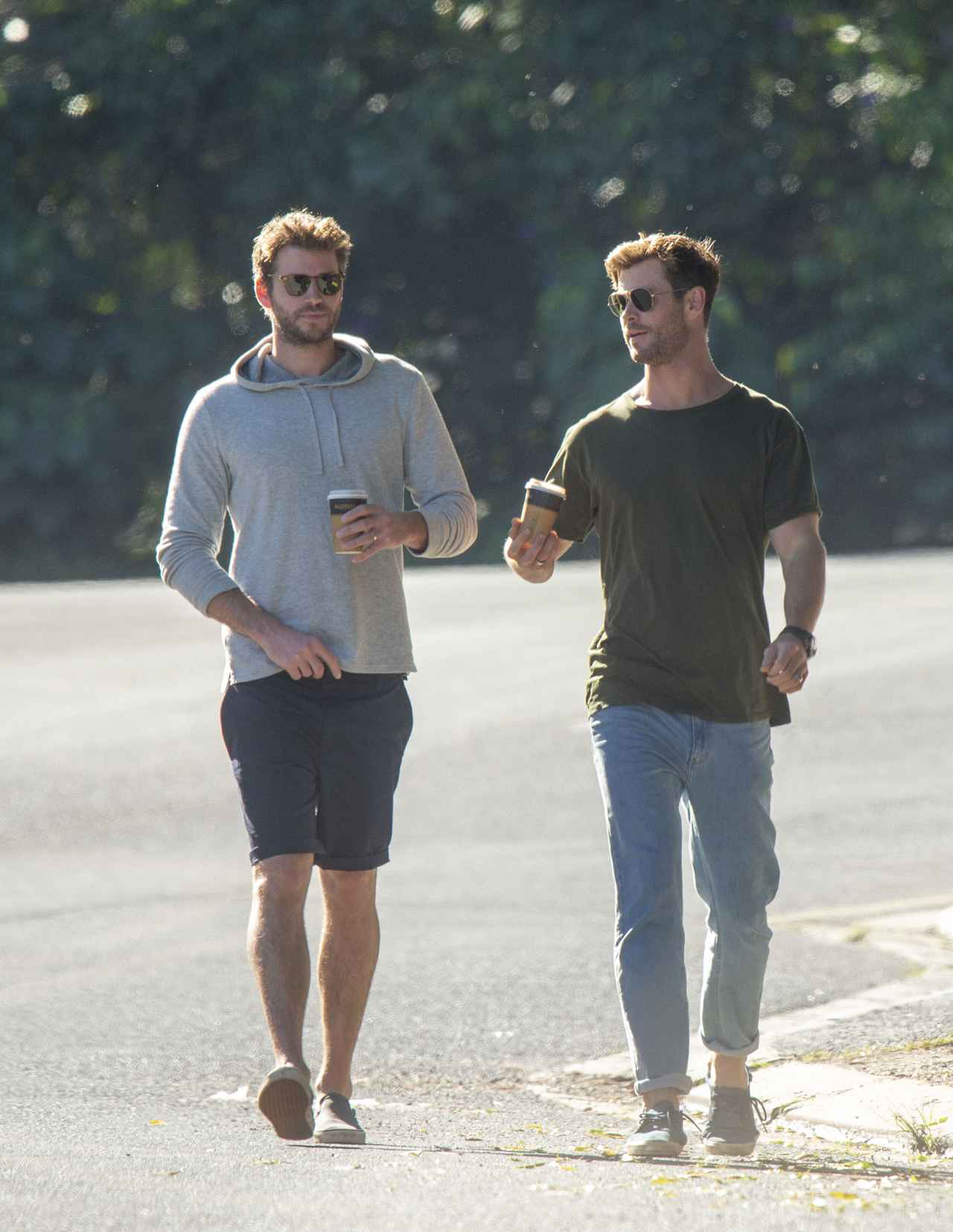 Images : 11番目の画像 - クリス・ヘムズワース、弟リアムと散歩中に「元カノ」にばったり遭遇【写真アリ】 - フロントロウ -海外セレブ情報を発信