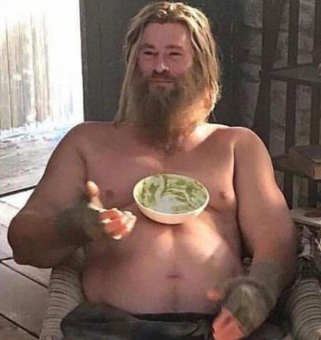 画像: 映画『アベンジャーズ/エンドゲーム』より。クリス演じるソーが裸でガカモレを食べるシーンも。©Marvel / ニュースコム