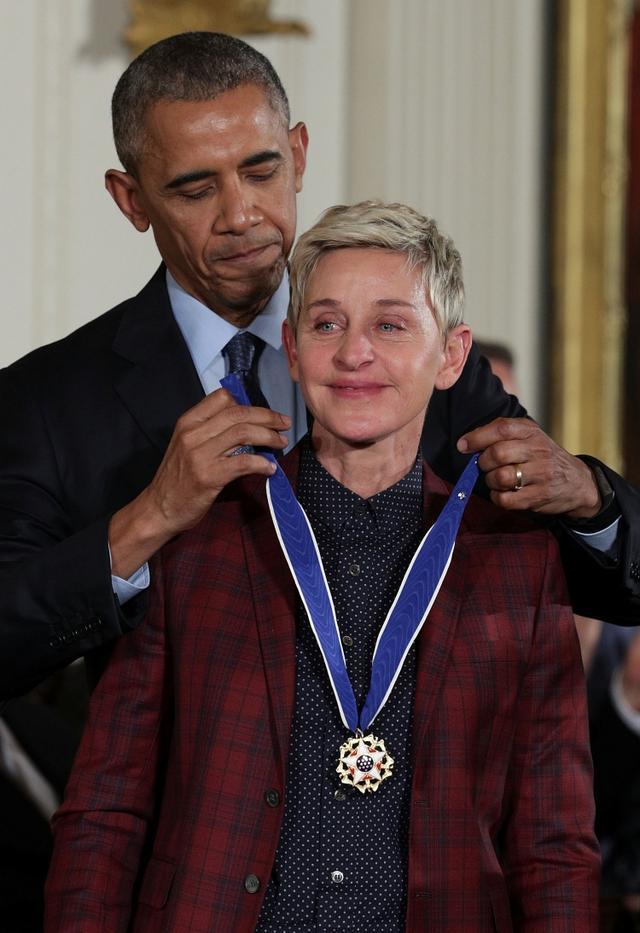 画像: エレンはLGBT+コミュニティの人権・啓発活動への貢献が認められ、2016年にはアメリカの民間人に授与される最高位の勲章である大統領自由勲章している。