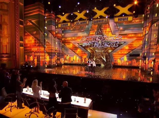 画像3: 盲目で自閉症の青年が音楽番組で「奇跡」起こす、アメリカ全土が号泣