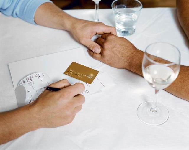 画像1: デートに誘った人が支払うべき