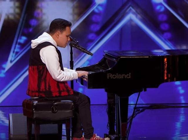 画像1: 盲目で自閉症の青年が音楽番組で「奇跡」起こす、アメリカ全土が号泣