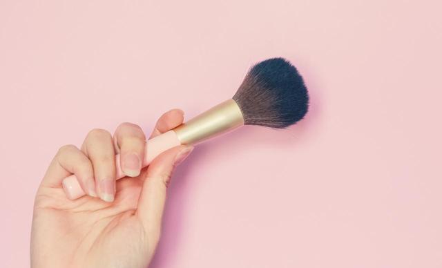 画像1: ツヤ肌をかんたんに整える化粧直しテク