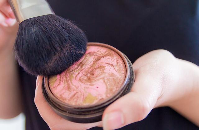 画像2: 「ブロンザー」を使って健康的な美人顔に