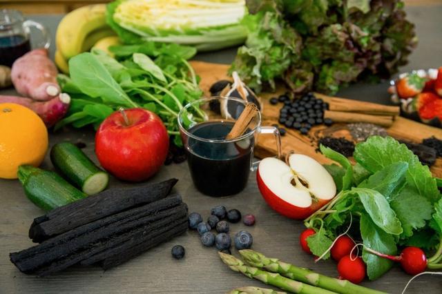 画像: 栄養が詰まった黒汁(KUROJIRU)で 置き換えダイエット に挑戦!