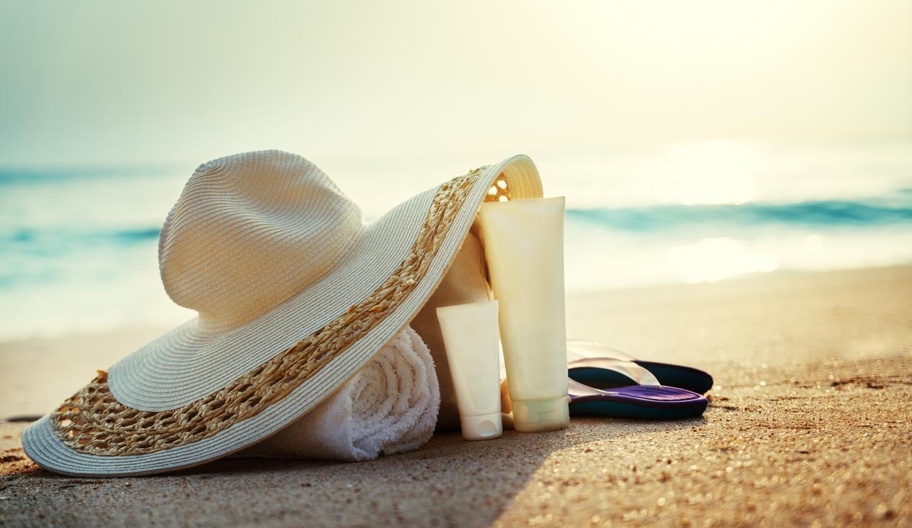 画像: ラッシュガードや帽子