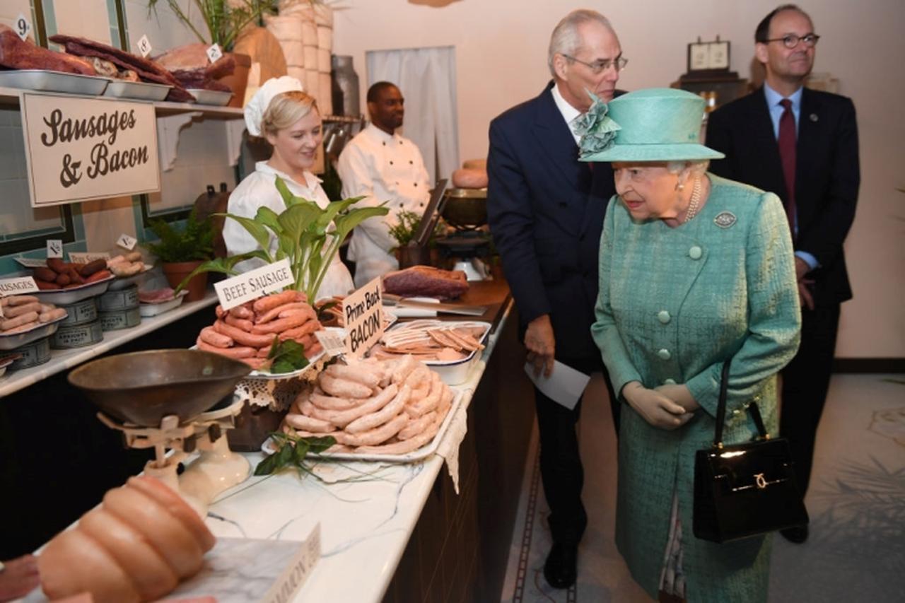 画像1: エリザベス女王、「セルフレジ」初体験した感想がチャーミング