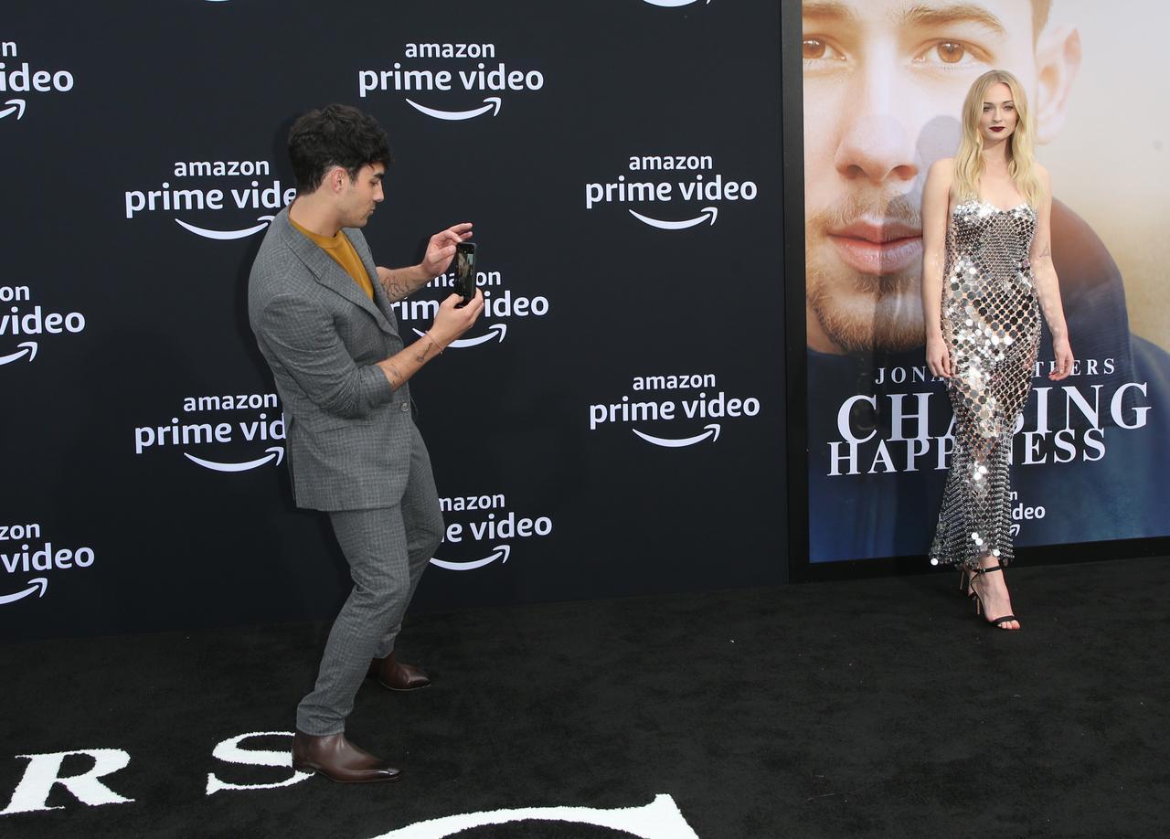 画像5: ジョーがソフィーのカメラマンに