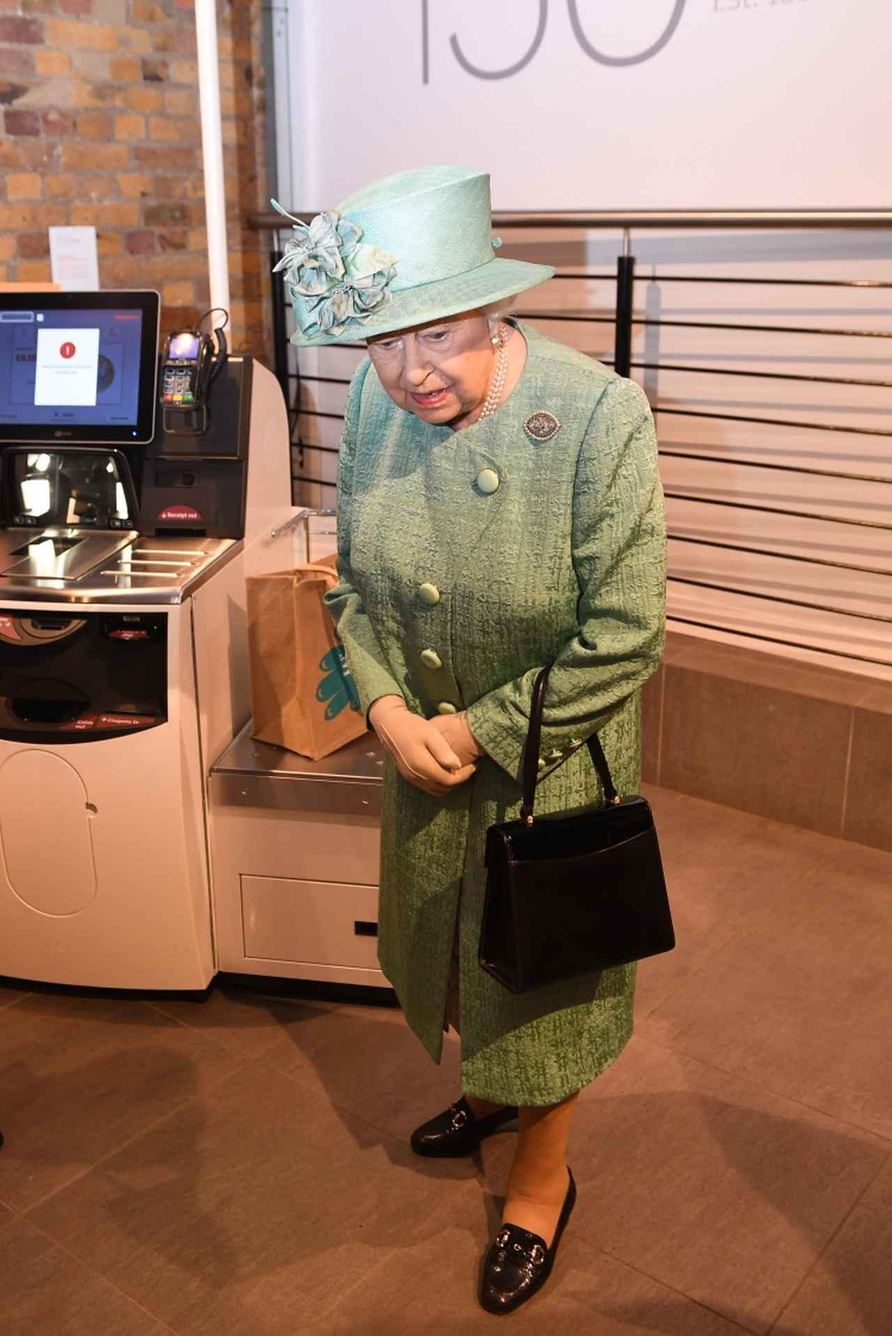 画像4: エリザベス女王、「セルフレジ」初体験した感想がチャーミング