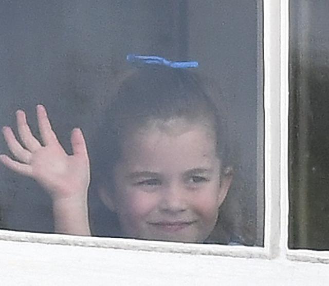 画像3: シャーロット王女、王室行事の真っ最中にひそかに「イメチェン」していた