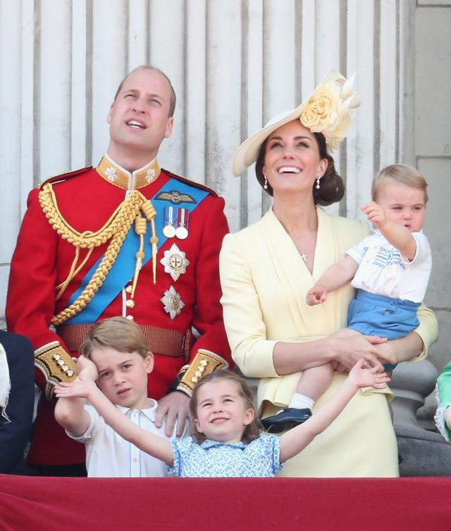 画像1: シャーロット王女、王室行事の真っ最中にひそかに「イメチェン」していた