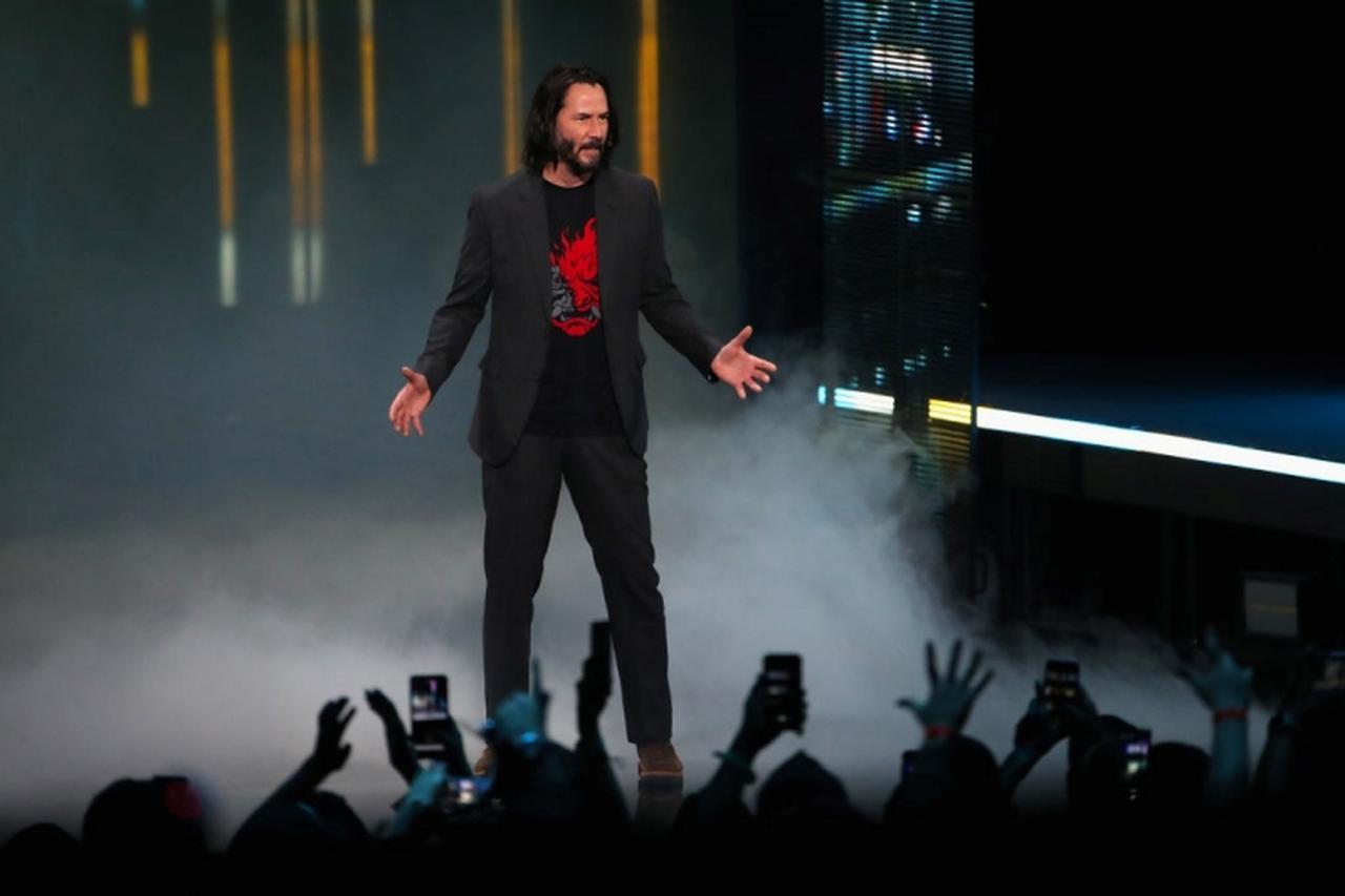 画像: 世界中が注目するゲームコンベンション『E3』のステージにサプライズ登場し、観客たちを熱狂させたキアヌ。