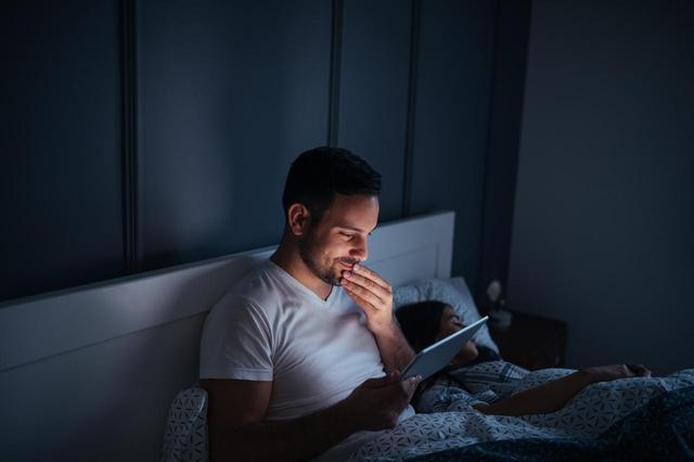 画像1: 「寝落ち」は太る!アメリカの論文が発表