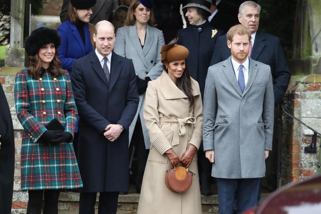 画像: 2017年のヘンリー王子、ウィリアム王子、キャサリン妃とともに毎年恒例のクリスマス礼拝に参加したメーガン妃。