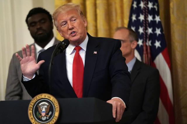 """画像: トランプ大統領への""""ジャブ""""説が浮上"""