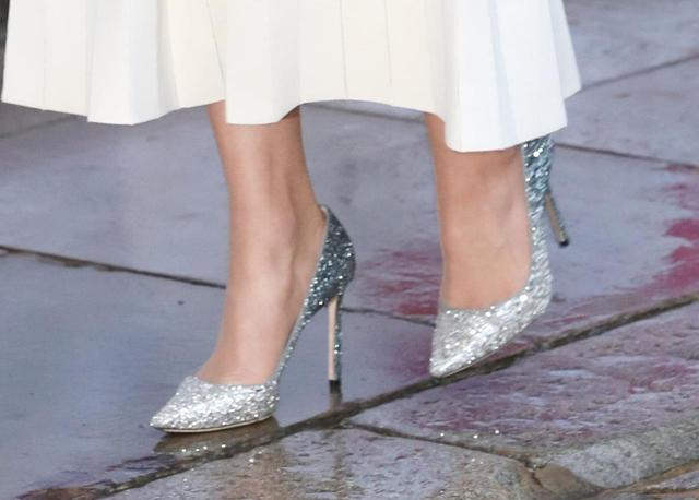 画像: めずらしい靴のチョイスが話題に