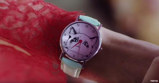 画像: 2.腕時計に「13」