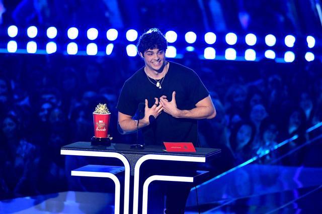 画像3: 『好きだった君へのラブレター』のイケメン俳優、感動的なスピーチを披露【MTV Movie & TV Awards】