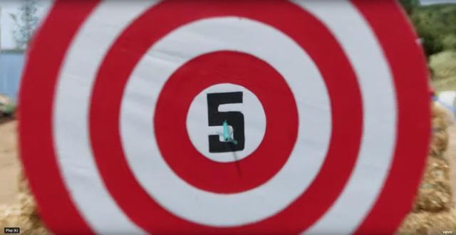 画像: 9.ダーツの中央に「5」
