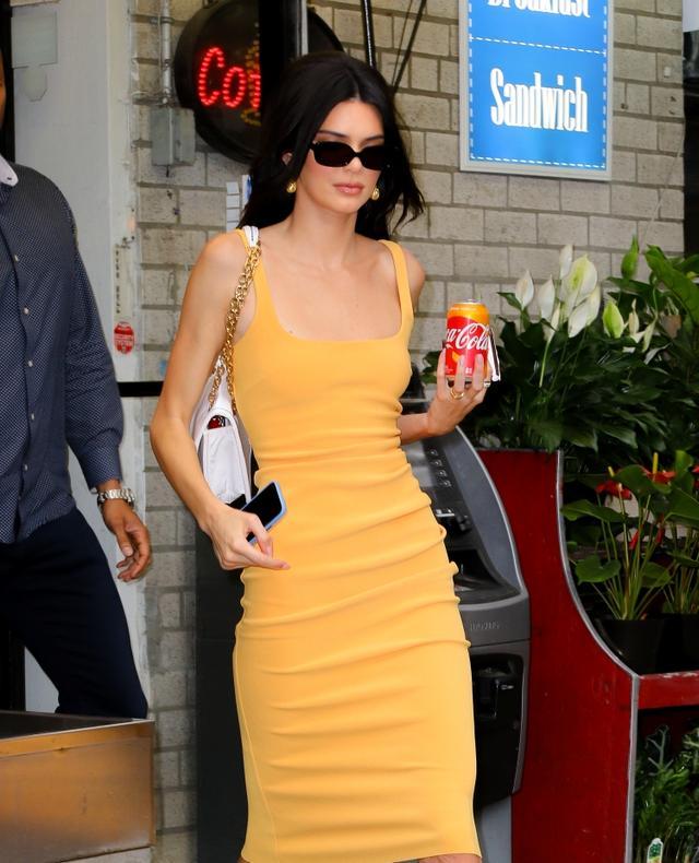 画像2: コカ・コーラ社の新商品の広告?