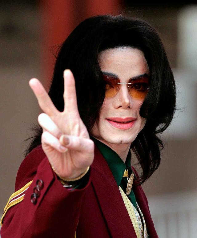 画像3: キム・カーダシアン、マイケル・ジャクソンの没後10年にMJのTシャツ着用