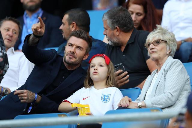 画像1: 父娘で仲良く女子サッカーW杯の試合観戦