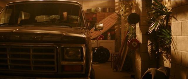 画像: フォード「ブロンコ」に乗るホブス。©YouTube/ Universal Pictures