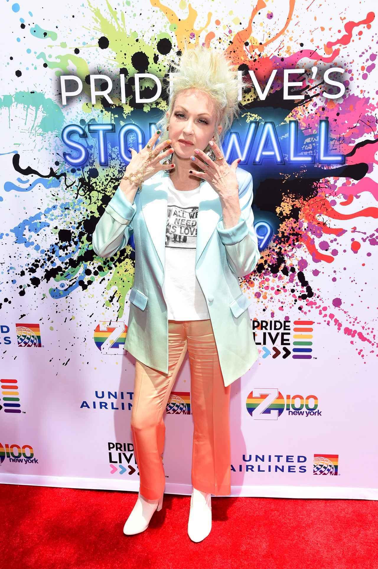 画像: LGBTQ+アイコンである大御所シンガーのシンディ・ローパー。