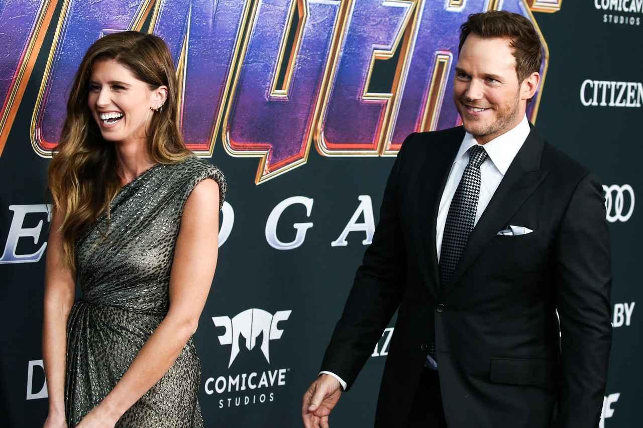 画像: ラストネームを聞いてお気づきかもしれないが、新妻のキャサリン(左)は大御所俳優のアーノルド・シュワルツェネッガーの愛娘。